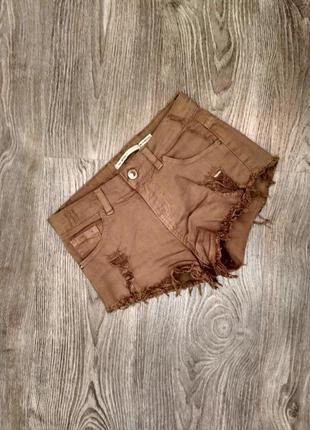 Короткие шорты цвета хаки