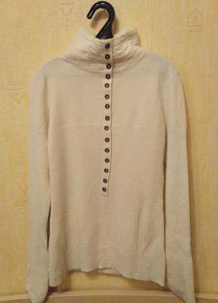 Кремовый шерстяной свитер с горлом и пуговками
