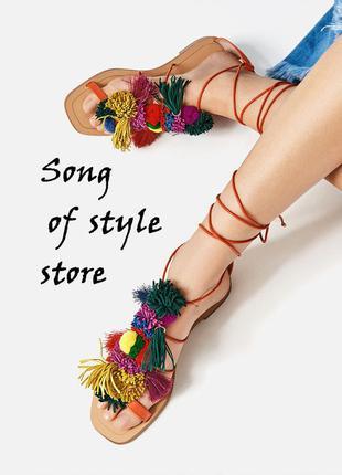 Zara кожаные сандалии с помпонами