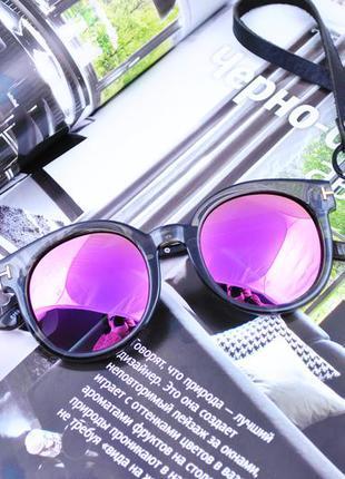 Красивые очки с сиреневой линзой в прозрачной оправе