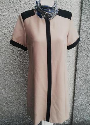 Красивое платье next,прямого кроя из плотной ткани ,без подкладки,(вискоза +полиэстер)