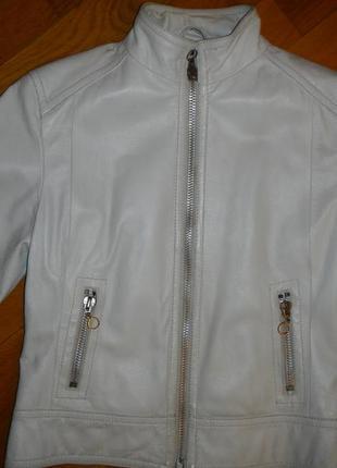 Кожаная белая курточка-косуха