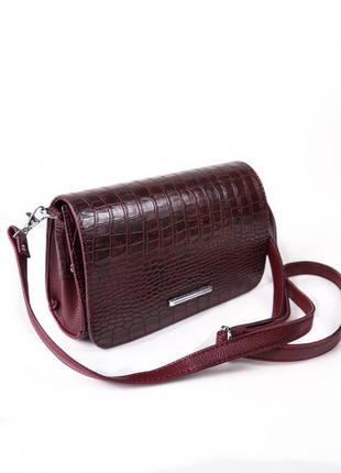 Бордовая маленькая сумочка-клатч в крокодиловой фактуре