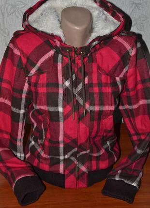 Большой выбор верхней одежды теплая куртка в клетку на меху с капюшоном