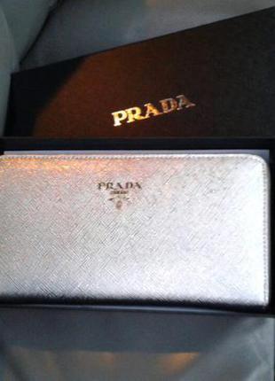 Кожаный серебряный кошелек prada
