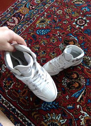 Класные белые кросовки / кеды