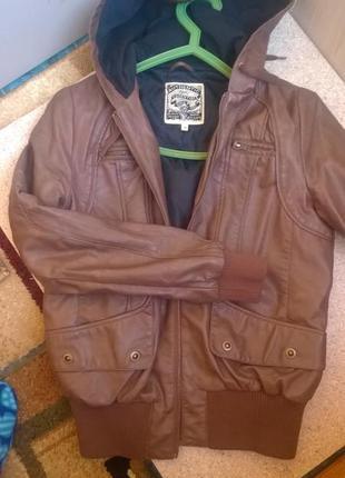 Курточка с капюшоном кожанная( не натуральная)(next)