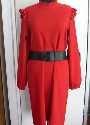 Роскошное  красное платье  с рюшами marks & spenser