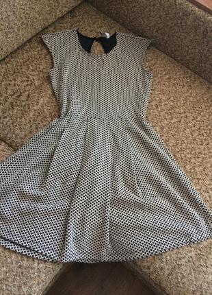 Фактурное платье с юбкой солнце
