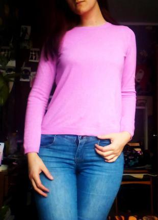 Фирменный розовый свитер
