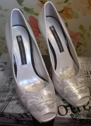 Шикарные, кожаные туфли luciano carvari, на высоком каблучке