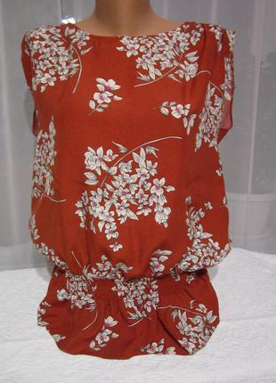 Блуза, блузка, кофточка с цветочным принтом.