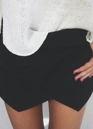 Стильные фактурные шорты-юбка