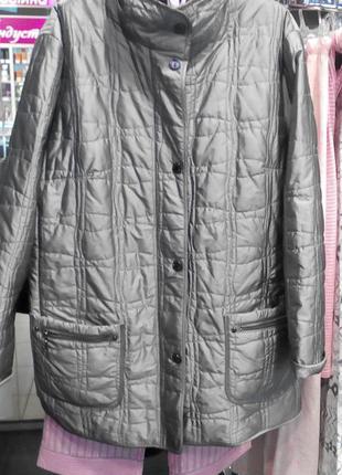 Стильная демисезоная серебристая куртка оверсайз 50-54р