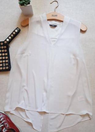 Модная оригинальная блуза с разрезом на спине