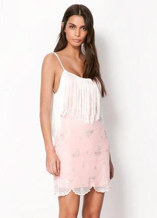 Bershka стильное платье в бохо стиле с бахромой, пайетками и покрытое гипюром!