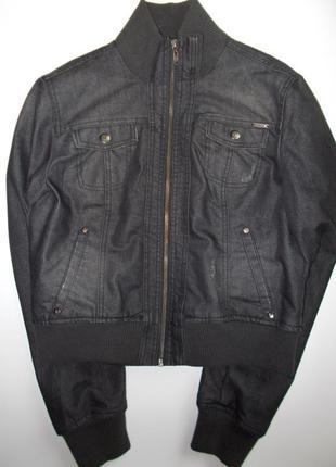 Джинсовая куртка на молнии от stradivarius
