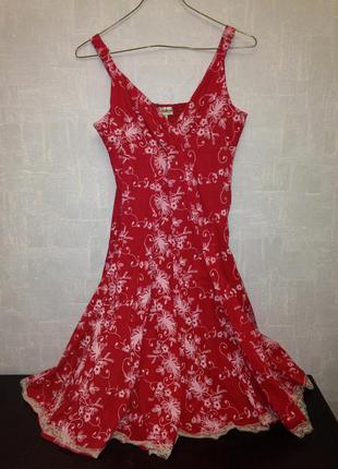 Красный летний сарафан с кружевной отделкой на юбке, юбка клеш