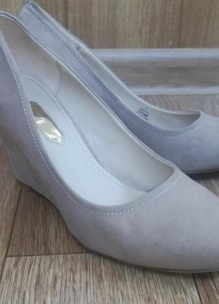 Элегантные нюдовые туфельки на платформе