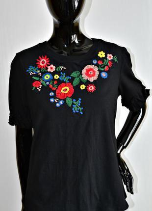 Блуза с вышивкой футболка