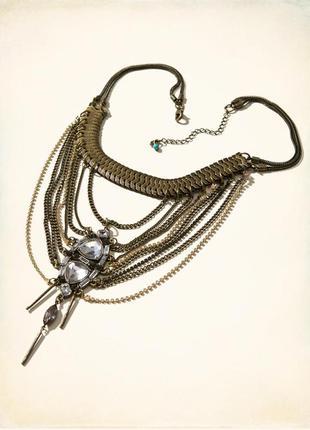 Стильное,  массивное ожерелье с белыми и черными камнями от известного американского бренда.