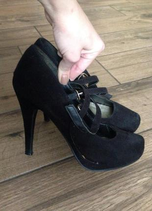 Черные туфли на застежке new look
