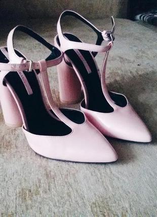 Шикарные туфли босоножки пудрового цвета zara