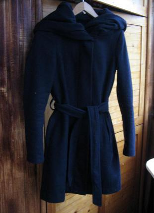 Шерстяне пальто з об'ємним капюшоном zara
