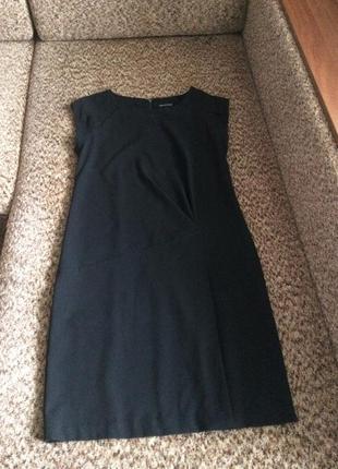 Базовое чёрное платье прямого кроя