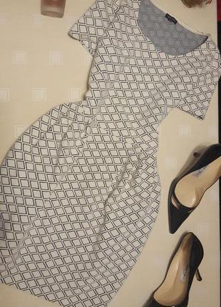 Актуальное фактурное платье с карманами