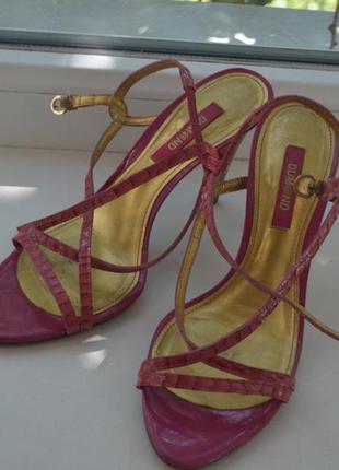 Новые кожаные босоножки прекрасный цвет