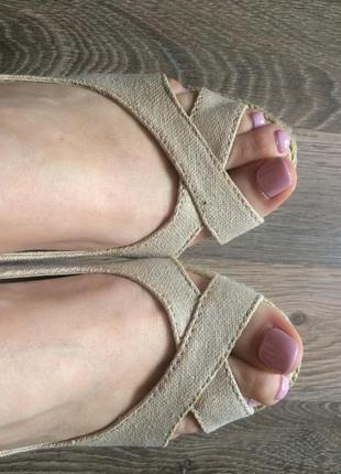 Базовые летние туфли с открытыми пальцами mango