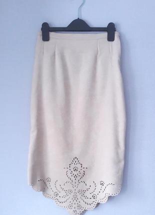 Zara s m размер юбка карандаш с перфорацией бежевая под замшу