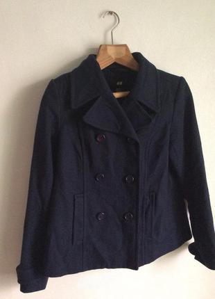 Короткое темно-синее пальто