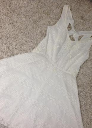 Белое платье с открытой спиной tally weijl