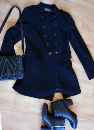 Пальто zara, черного цвета.