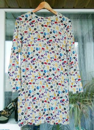 """Платье прямого покроя от """"h&m"""" в цветах. сзади, на спинке небольшой вырез в форме капли.новое!"""