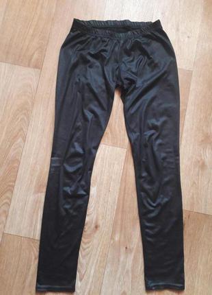 Лосины черные, материал напоминает кожу. приятные к телу