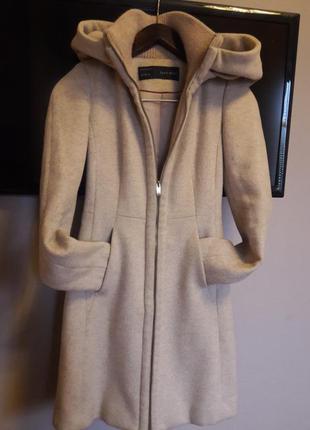 Крутое стильное теплое пальто zara с капюшоном и утепленным воротом, xs-s