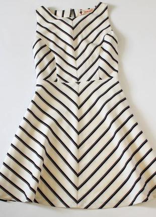 Платье в полоску с открытой спинкой