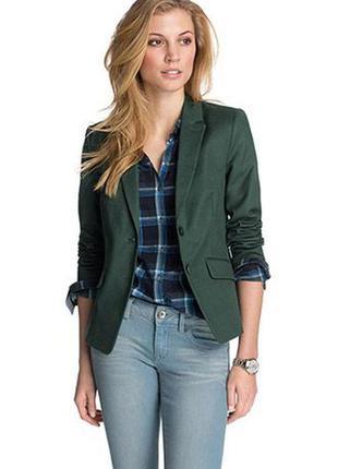 Короткий блейзер/классический и приталенный пиджак от esprit