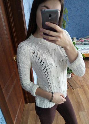 Вязаный белый свитерок