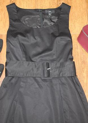 Класичне чорне платтячко-карандаш