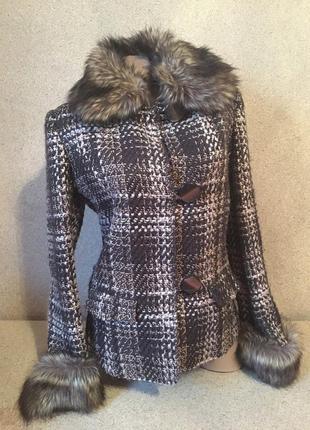 Короткое пальто с мехом