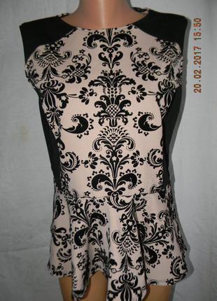 Нарядная блуза с баской и бархатным принтом