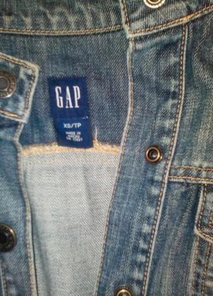 Хорошенькая джинсова жилетка