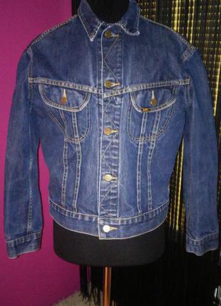 Джинсовая куртка из плотного джинса