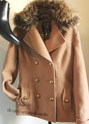 Пальто atmosphere бежевое весеннее с мехом на пуговицах короткое новое кэмел