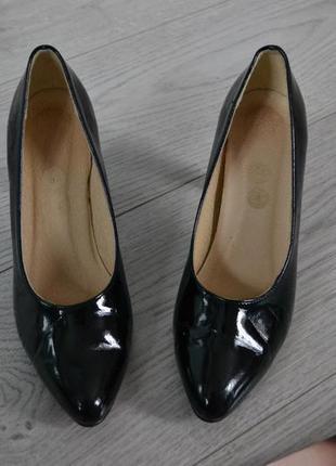 Стильные кожаные лодочки туфли