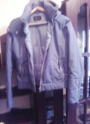 Only короткая тёплая куртка с капюшоном